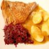 Rezept: Putenkeule mit fruchtiger Backobstsoße und Apfelrotkohl