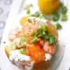 Rezept: Ofenkartoffel mit Kräutercreme und Lachs