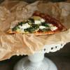 Rezept: Leckere Abendschmaus-Pizza mit Blumenkohlboden (low carb und glutenfrei)