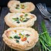 Rezept: Blätterteig-Muffins mit buntem Gemüse und Zucchini-Feta-Frischkäse von Exquisa (Werbung)