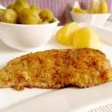 Rezept: Kalbsschnitzel mit Röstzwiebel-Parmesan-Panade und Rosenkohl