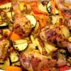 Rezept: Hähnchenkeulen auf Ofengemüse
