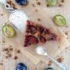 Rezept: Dinkel-Pflaumenkuchen mit Zimt-Mascobadokruste