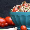Rezept: Mediterraner Reissalat mit Hähnchen und Tomaten