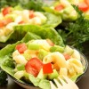 Salatglück-Freitag: Ein partytauglicher Nudelsalat mit Honig-Senf-Dressing und buntem Gemüse