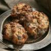 Rezept: Blitz-Bananenbrot-Ballen mit Schokolade, Pekannüssen und Kardamom-Zimtzucker
