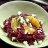 Salatglück-Freitag: Wohlfühl-Rotkohlsalat mit Apfel-Dressing, Orangenspalten, Feta, Dill und Walnüssen