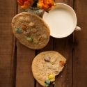 Rezept: Kunterbunte Chewy Cookies mit Schokolinsen