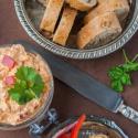 Rezept: Schafskäse-Paprika-Dip mit Avjar und Chili