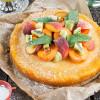 Rezept: Pfirsich-Zitronen-Tarte mit bunten Früchten und Minze