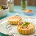 Rezepte: Mini Lachs-Quiches und Chefsalat mit dem Frico Mai-Gouda (Werbung)