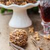 Rezept: Likör-Pralinen mit gebrannten Mandeln und Sauerkirsch-Zimt-Liqueur von Schladerer