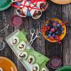Rezepte: Gefüllte Wraps - süß und fruchtig mit Beeren und vegetarische Wraps mit dreierlei Käse