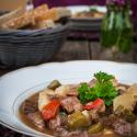 Rezept: Gulaschsuppe mit Kartoffeln, Paprika und Gewürzgurken