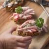 Rezept: Fleischsalat selber machen mit leichtem Naturjoghurtdressing