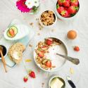 Rezept: Crunchy Nuss Granola mit Biomolkerei Söbbeke Saison Joghurt