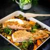 Rezept: Lachs mit Emmer-Senf-Kruste auf lauwarmem Emmer-Ofengemüse-Salat