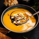 Kürbis-Creme-Suppe mit Hähnchen, Feta und Aceto Balsamico di Modena g.g.A.