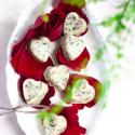 Sektfrühstück für Verliebte mit Pflaumen Walnuss Brot von Mestemacher
