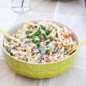 Nudelsalat ohne Mayo mit Paprika, Mais und Frühlingszwiebeln