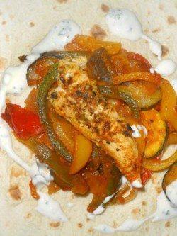 Weizentortillas mit Hähnchen und Gemüse