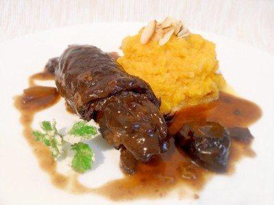 Rezept: Rouladen nach Sauerbraten Art mit Backobstsoße und Butternusspüree