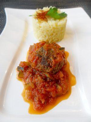 Rezept: Türkische Hackbällchen auf Tomaten-Zucchini-Sugo