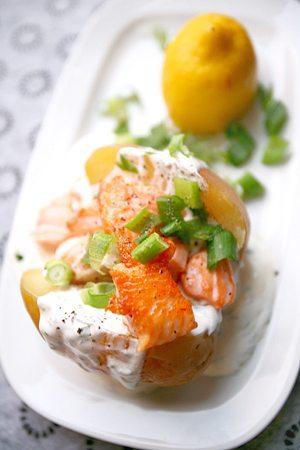 Ofenkartoffel mit Lachs und Kräutercreme