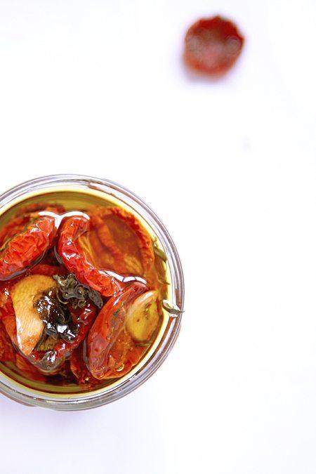 Getrocknete Tomaten aus dem Ofen in Öl