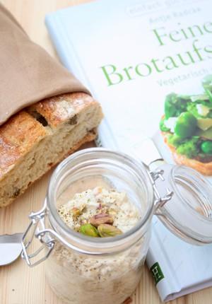 Buchrezension mit Rezept: Feine Brotaufstriche – Vegetarisch und vegan von Antje Radcke