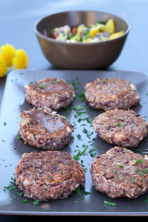 Kidneybohnen-Patties mit Feta-Käse