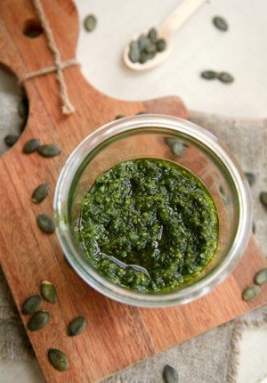 Rezept: Würziges Bärlauch-Kürbiskern-Pesto