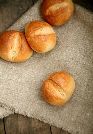 Rezept: Schnelle Weizen-Schnittbrötchen mit Malz