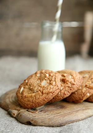 Rezept: Macadamia-Tonkabohne-Cookies mit Mascobado und Schokivariante