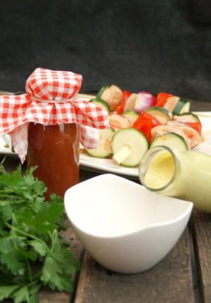 Rezept – Lieblingsgrillsoßen: Veganes Rhabarber-Ketchup und eine fruchtige Currysoße