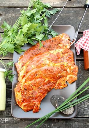 Rezept: Würzig marinierte Schweinenackensteaks nach Gyros Art