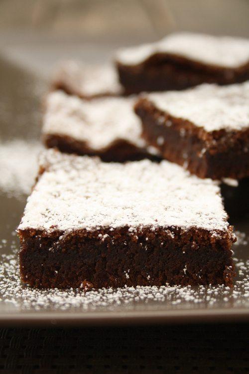 rezept der einfachste nutella kuchen der welt mit nur 2 zutaten. Black Bedroom Furniture Sets. Home Design Ideas