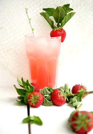Rezept: Rhabarber-Erdbeer-Limonade