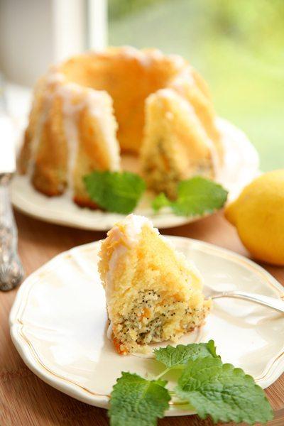 Zitronen-Mohn-Aprikosen-Gugelhupf