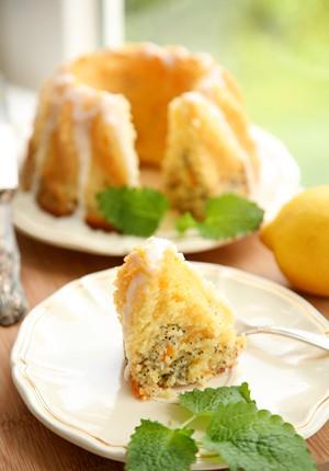 Rezept: Saftiger Zitronen-Mohn-Gugelhupf mit Aprikosen