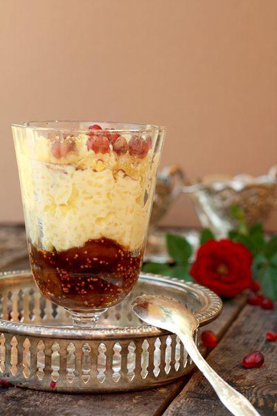 Orientalischer-Milchreis mit Dattel-Granatapfelsoße