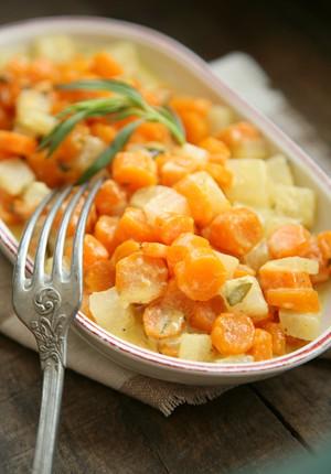 Rezept: Bauchwärmer Möhren-Kohlrabi-Gemüse in Estragon-Senf-Rahm