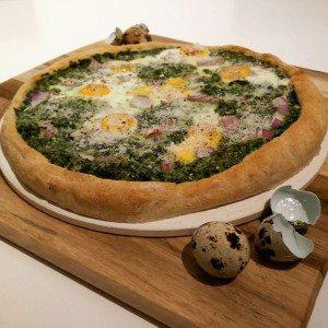 Flammkuchen mit Spinat und Ei