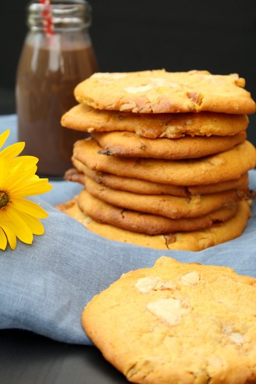 Exotische Kürbis-Cookies mit Aprikosen, Kokos und weißer Schokolade