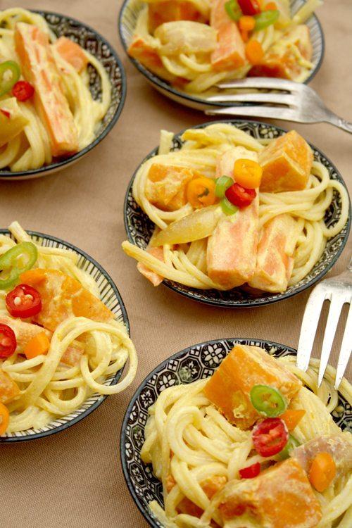 www.kochmaedchen.de: Spaghetti-Salat mit Kürbis, Möhre und Curry-Chili-Dressing