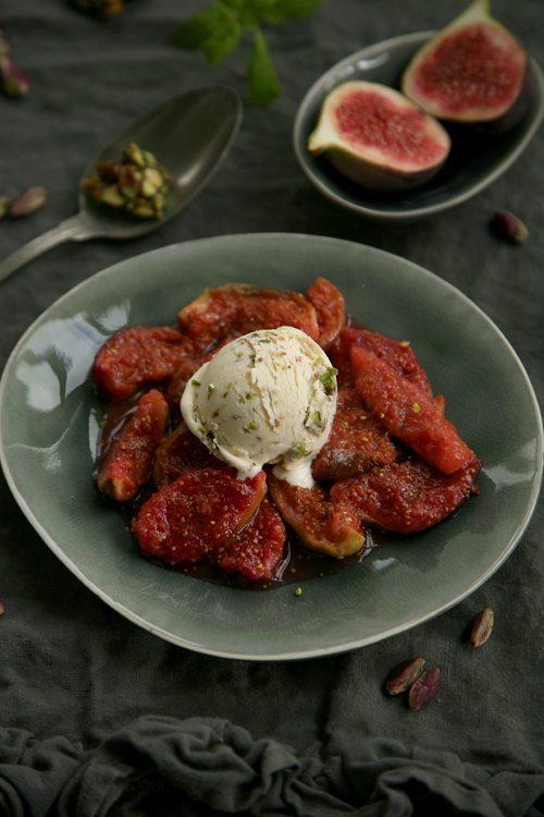 Ziegenfrischkaese-Pistazienkrokant-Eis-Feigenkompott