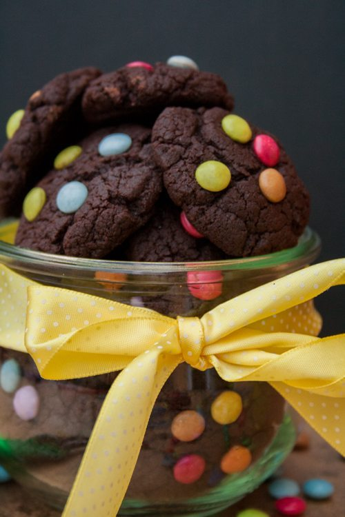 rezept schnelle mini schoko cookies mit smarties. Black Bedroom Furniture Sets. Home Design Ideas
