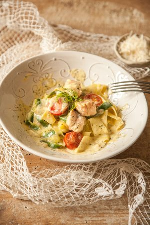 rezept low carb one pot pasta mit zoodles und lachs in senfso e. Black Bedroom Furniture Sets. Home Design Ideas