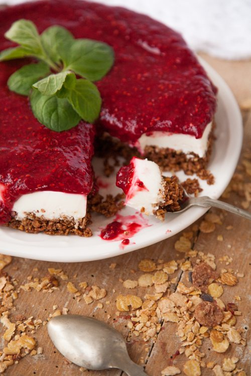 Low-Carb-Himbeer-Cheesecake-Torte-Muesliboden