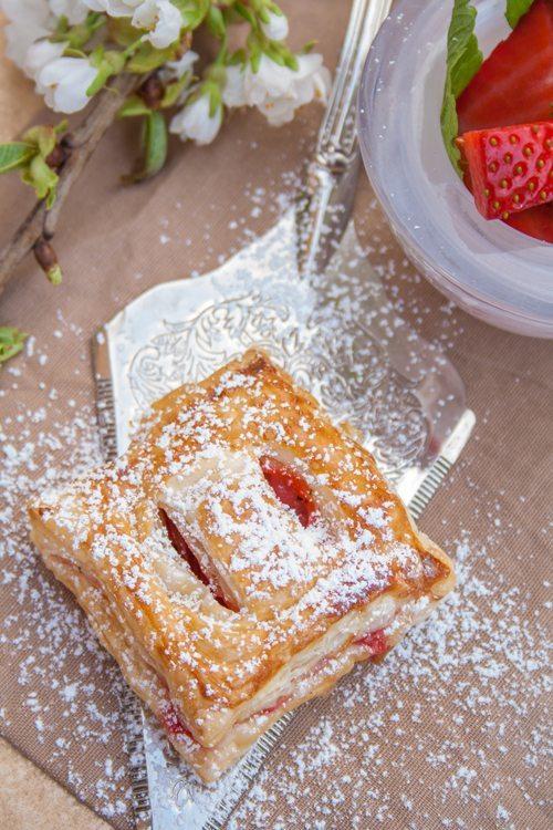 Erdbeer-Blätterteigtaschen